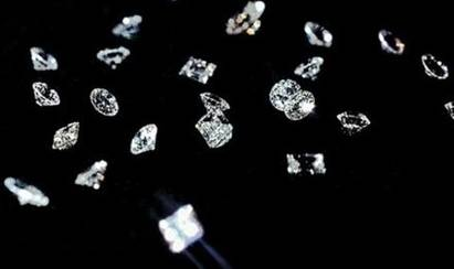 Grading diamonds based on cut, color, clarity, and carat weight